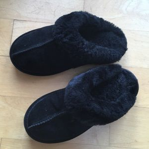 Bjorndal girls black furry slippers slip on sz 2?